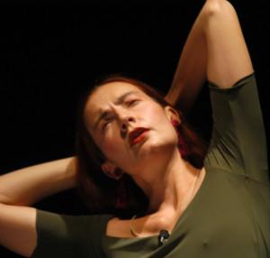 """Milano. Patrizia Zappa Mulas interpreta all'Out Off un classico caso di isteria in """"Prodigiosi deliri""""."""
