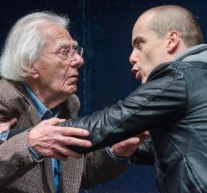 """Milano. Gianrico Tedeschi e Alberto Onofrietti in """"Farà giorno"""", di Menduni/De Giorgi, al Teatro Franco Parenti."""