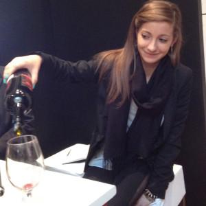 Verona. Una gentile hostess della rassegna enologica alla Gran Guardia