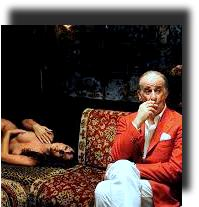 """Sabrina Ferilli e Toni Servillo in una scena del film """"La Grande Bellezza"""", di Paolo Sorrentino. Nell'altra foto, Toni Servillo: un'interpretazione semplicemente immensa"""