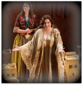 """Milano. Daniela Barcellona (Didone) in una scena di """"Les Troyens"""" di Berlioz, alla Scala. Nell'altra foto, un'imponente inquadratura del fatale Cavallo, costruito con le armi dei soldati recuperate sul campo (foto Bill Cooper)"""