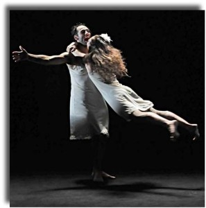 """Milano. Una scena di """"Le sorelle Macaluso"""" di Emma Dante al Piccolo Teatro Grassi (foto Carmine Maringola). Nella foto sotto: Stefano Artissunch e Vanessa Gravina in """"A piedi nudi nel parco"""" di Neil Simon al Teatro Carcano"""