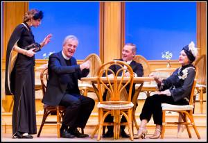 """Claudia Crisafio, Carlo Lizzani, Sebastiano Colla e Viviana Toniolo in una scena di """"Assassinio sul Nilo"""" di Agatha Christie"""