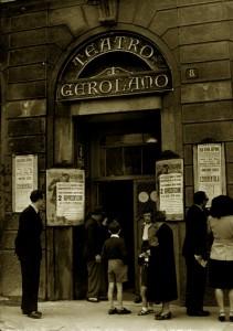L'ingresso del teatrino di Piazza Beccaria. Era il 1946...