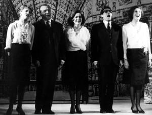 """Sandra Mantovani, Tino Carraro, Milly, Enzo Jannacci, Anna Nogara: i magnifici cinque di """"Milanin Milanon"""" nel 1962."""
