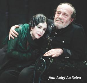 """Adriana Asti e Giorgio Ferrara in una scena di """"Danza macabra"""", regia di Luca Ronconi"""