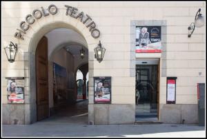 L'ingresso al Chiostro Bramantesco del Piccolo Teatro e alla Mostra multimediale (foto Alessia Santambrogio)