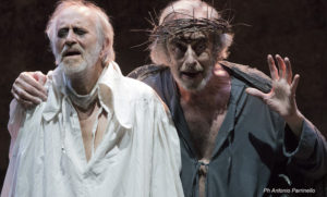 """Mariano Rigillo con Sebastiano Tringali (Gloucester) in """"Lear"""" di Shakespeare al Teatro Mercadante di Napoli"""